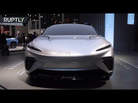 شاهد عرض سيارة كهربائية صينية الصنع في معرض غوانزو الدولي للسيارات