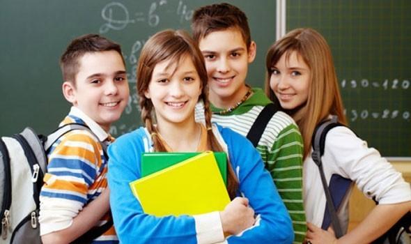 الجزائر اليوم - الفتيات في مرحلة المراهقة وتأثير الصديقات من جهات الاتصال الاجتماعية
