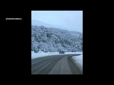 شاهد الثلوج تغطي نهاية العالم في الأرجنتين بالرغم من موجة الحر الشديد