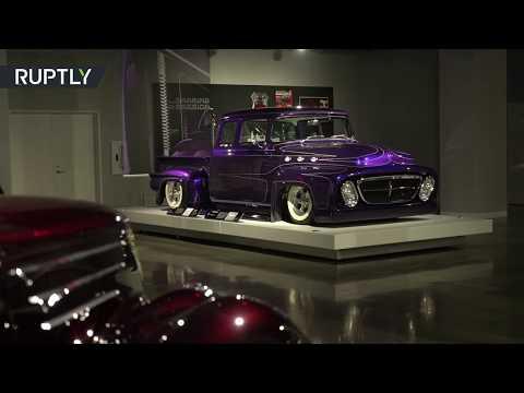 شاهد قائد فرقة ميتاليكا الموسيقية يعرض مجموعة سياراته القديمة