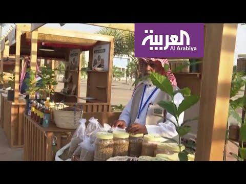 شاهد أهالي جازان يستعرضون ثقافة إعداد وتحميص البن أمام زوار الشارع الثقافي