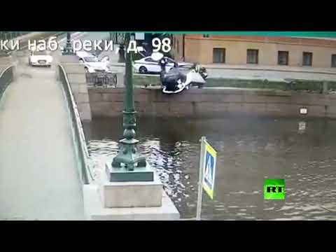 شاهد  سيارة فقد سائقها السيطرة عليها وكادت أن تسقط في النهر