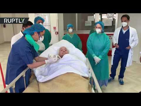 شاهد إيطالية عمرها 100 عام تغادر المستشفى متعافية من كورونا
