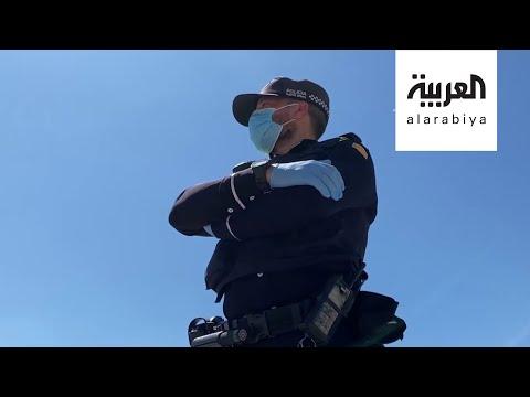 شاهد العربية تُرافق الشرطة في برشلونة أثناء تطبيق العزل الجماعي