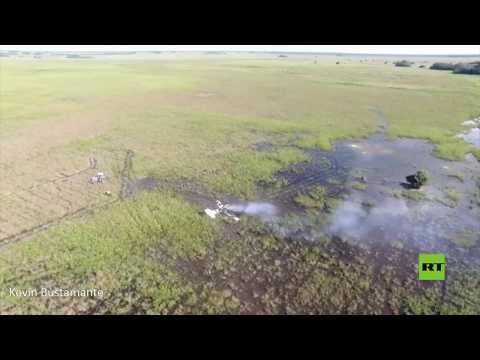 شاهد لقطات جوية من مكان تحطم طائرة عسكرية بوليفية خفيفة