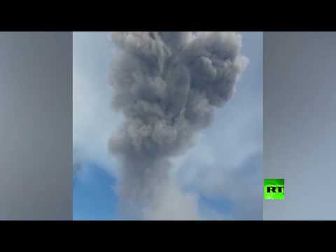 شاهد رماد بركاني يغطي إحدى بلدات جزر الكوريل