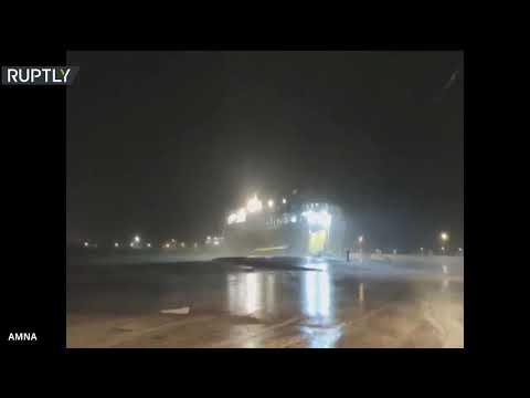 شاهد أمطار غزيرة ورياح تضرب اليونان قبل وصول إعصار إيانوس