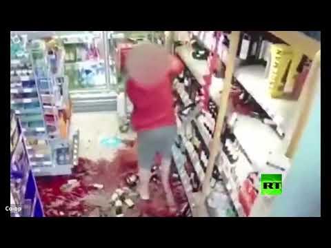 امرأة تخلف دمارًا في محل تجاري بعدما طلبوا منها التزام التباعد الاجتماعي
