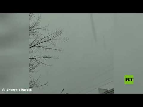 شاهد عاصفة رعدية يرافقها تساقط الثلوج